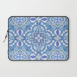 パソコンケース Cornflower Blue, Lilac & White Floral Pattern by micklyn