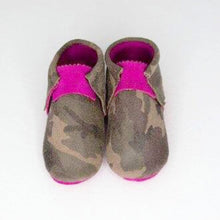Load image into Gallery viewer, Pink Camo Cutie Moccs