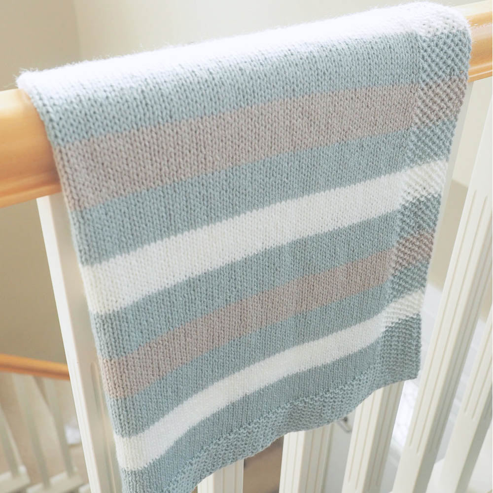 aee2eb9bf Easy Striped Baby Blanket Knit Pattern - makerdrop