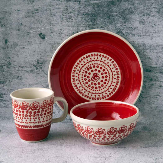 gz33 roses collection ceramic hand-decorated breakfast set that comprises a plate, a bowl and a mug