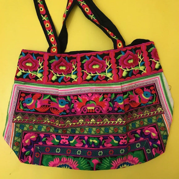 Hmong embroidered XL bag Bag Kwaitokoeksister