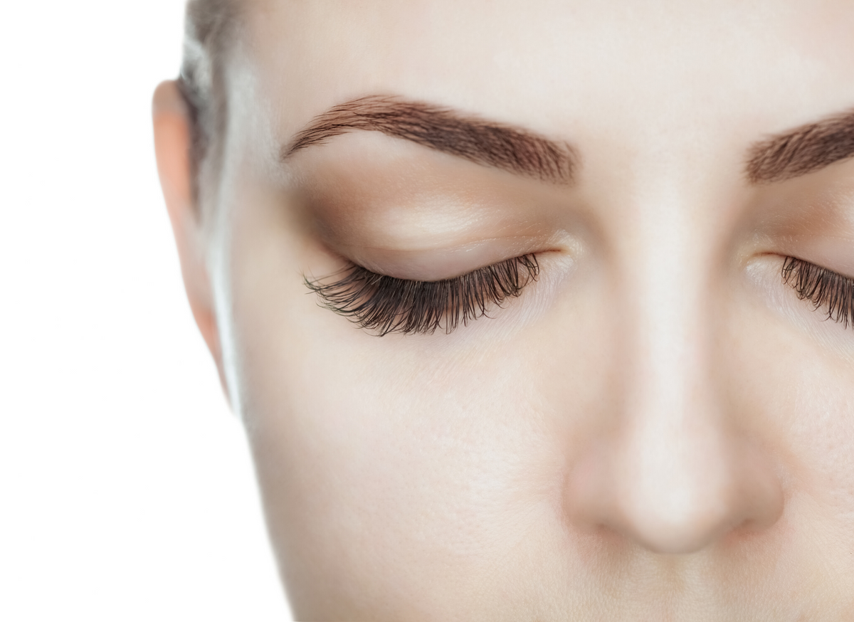 Why are my lashes falling out? - Top 5 Reasons