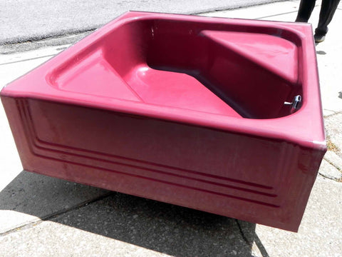 "Vintage Tang Red Standard Cinderella Garden Tub ""Neo-Angle"""