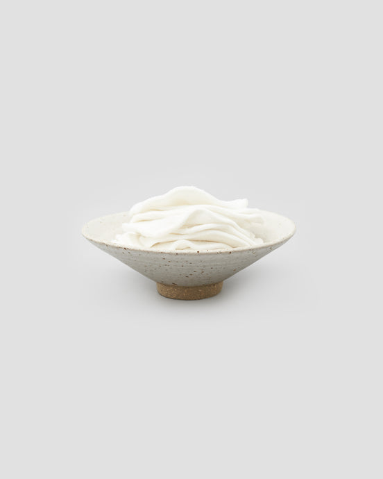 Reusable Bamboo face wipes rounds stored in ceramic dish. Sustainable Bathroom Products | 'JENTL