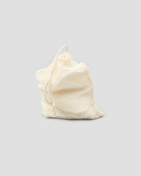 Reusable Bamboo face wipes rounds in cotton mesh laundry bag. Sustainable Bathroom Products | 'JENTL