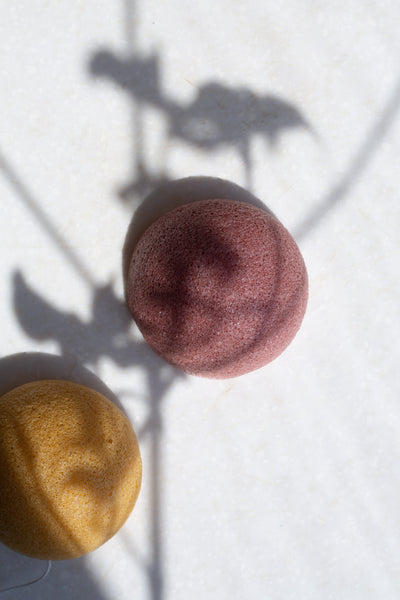 Two 100% natural Konjac sponges in pink and yellow | 'JENTL