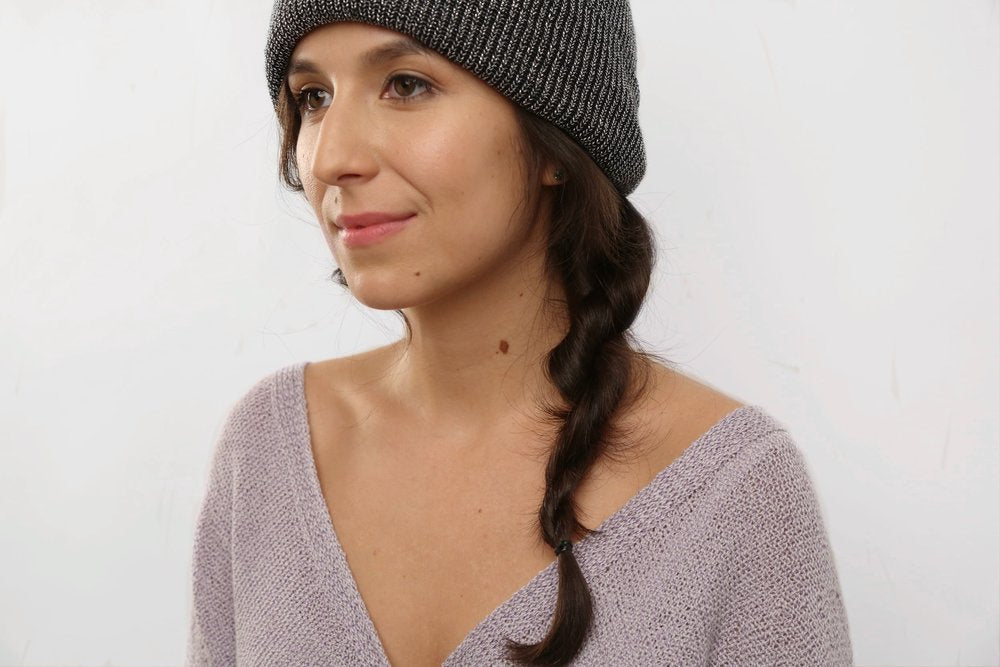 hairstyles to wear with a beanie: twisted side braid