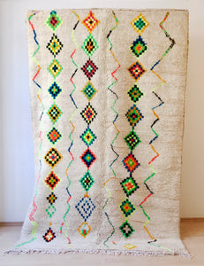 Azilal Teppich rug, berber rug, tapis, berberteppich, berber, Marokko, Maroc, Morocco, 100% lamb`s wool, bunt, weiss, farbig, wolle, atlas, atlas mountains, middle atlas, high atlas, München, Munich, Muenchen, mouda rugs, MOUDA RUGS