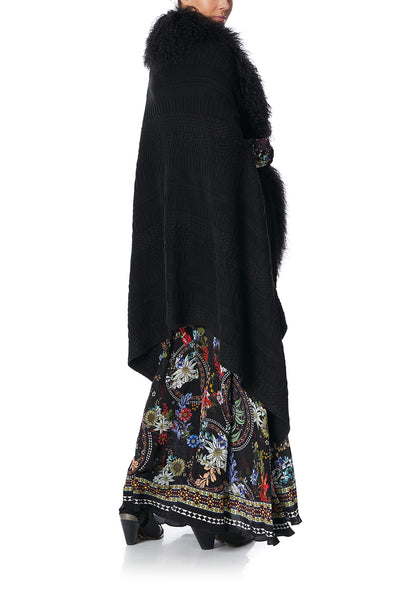 SHEARLING CAPE PAVED IN PAISLEY