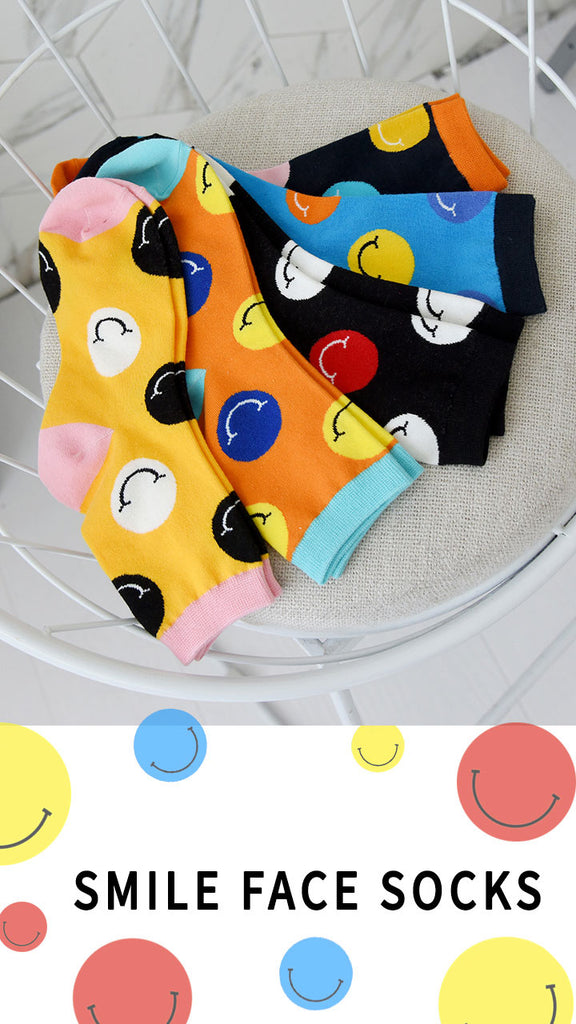 Round Smiley Face Lady Socks