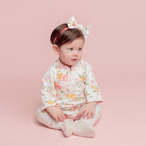 Super cute one-month baby jumpsuit for autumn/winter