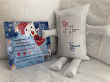 "Load image into Gallery viewer, (AA) JJ Pillowdoll 18"" Daddy & Mommy Love You with Infinite Love Book"