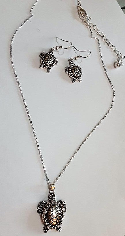 Hawaiian Honu Sea Turtles Pendant Necklace and Earrings Set