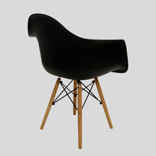 Laden Sie das Bild in den Galerie-Viewer, Sessel Classic Big schwarz www.svo-living.com Eames DAW Style