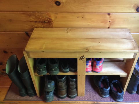 Rietveld-inspired shoe bench in use