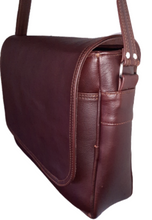 "Load image into Gallery viewer, Men's laptop bag 15""- Cape Masai leather"