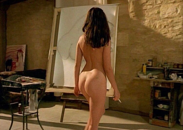 Nude women from the back