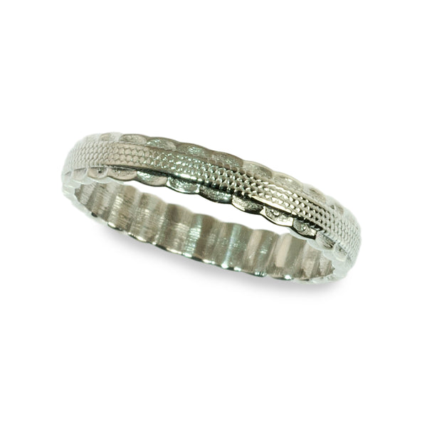 Vintage styled scalloped edge wedding ring