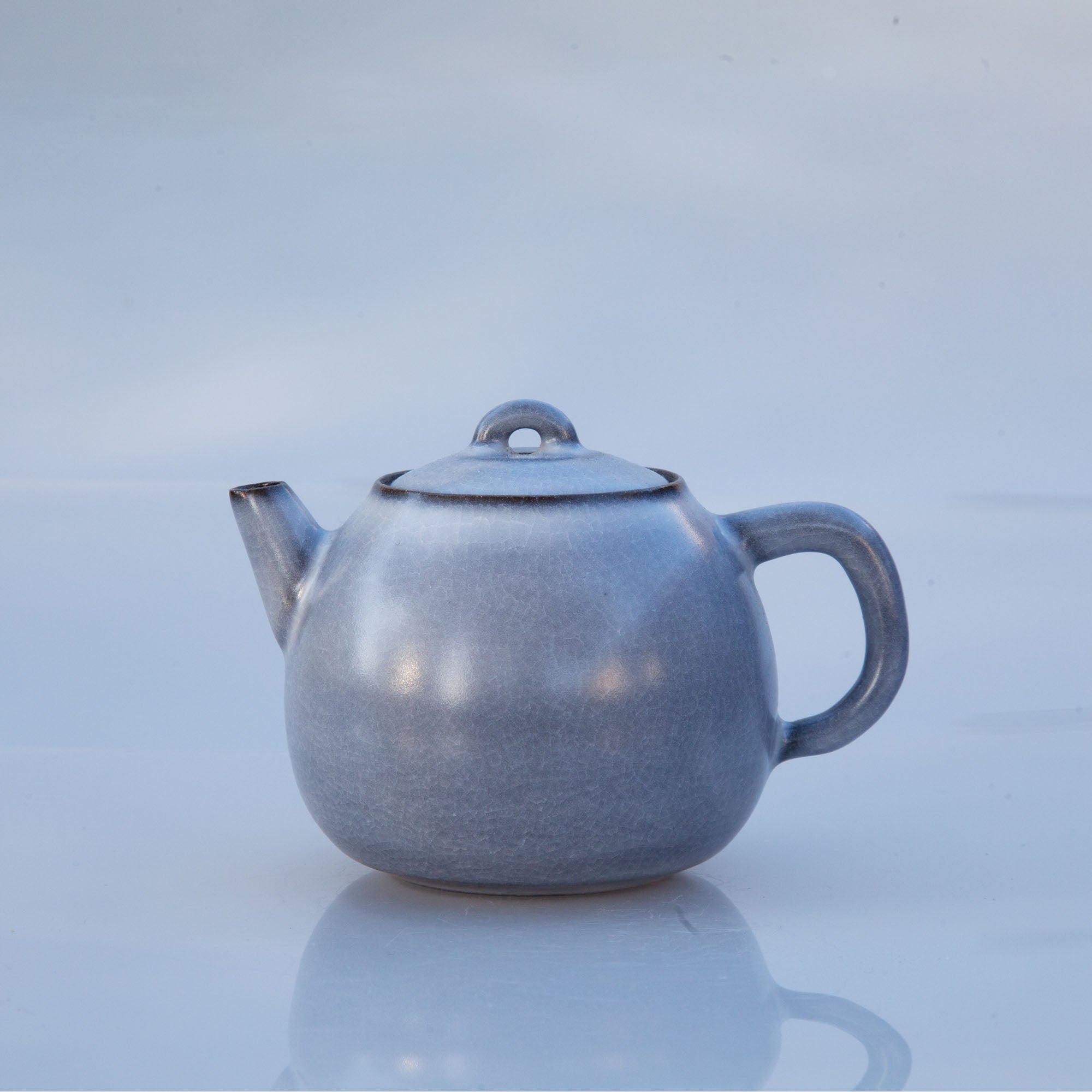 Architectural Grey Teapot (Melon Shape)+2 tea gifts