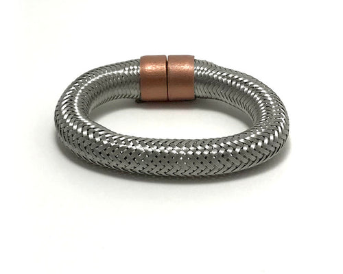 Hollow metallic bangle