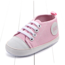 Load image into Gallery viewer, Toddler boy shoes - Classic converse
