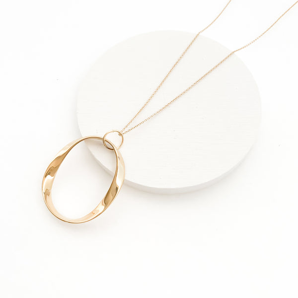 Oval twist circle necklace