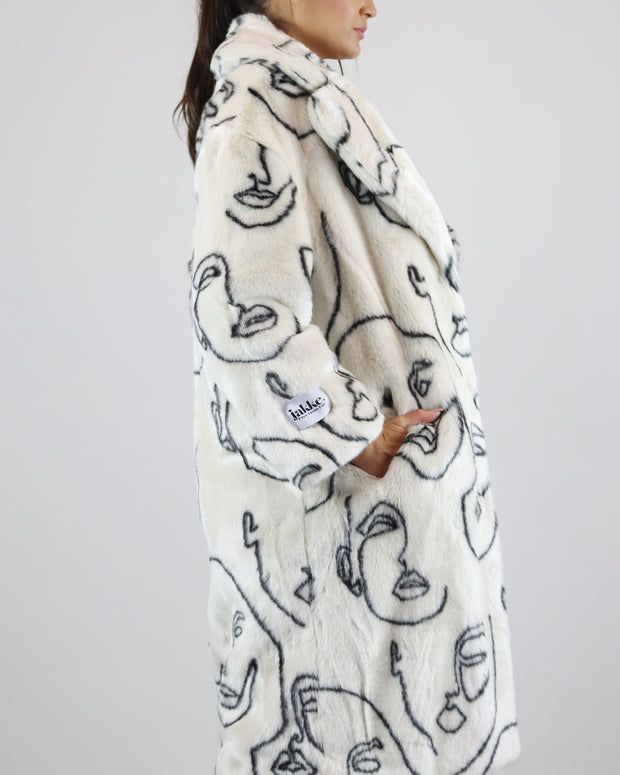 JAKKE | BLAIZ | WHITE FACES PRINT FAUX FUR LONG JACKET