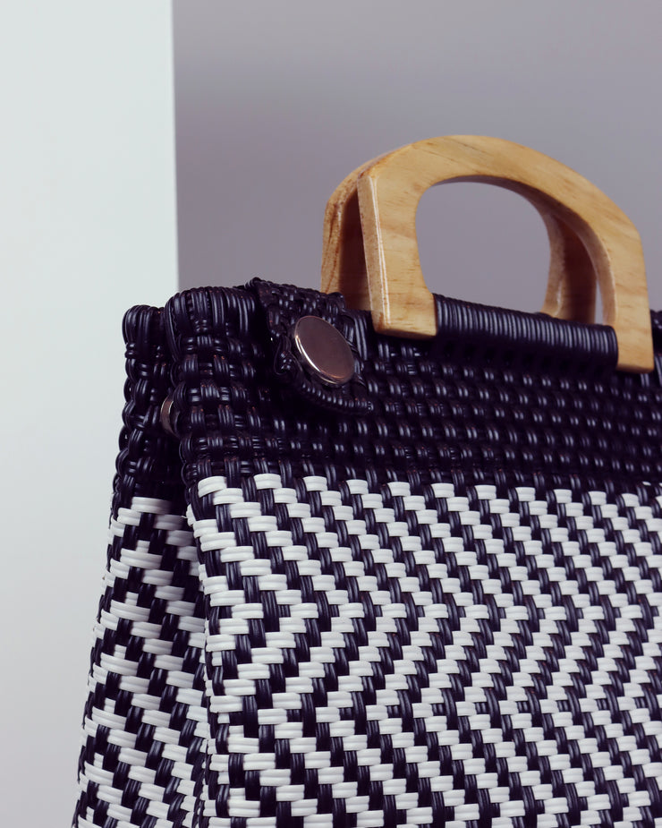 OAXACA | BLAIZ | Noé Monochrome Wooden Handle Woven Tote