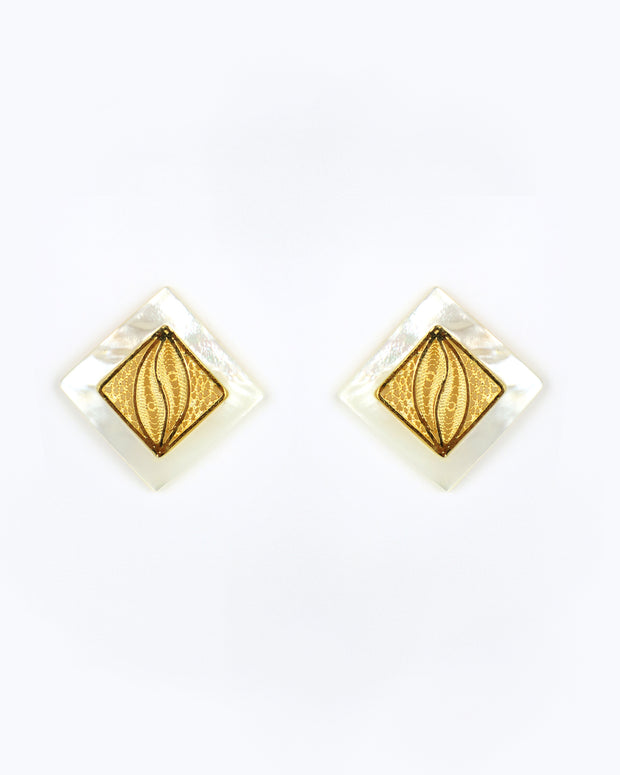 ANA CAROLINA VALENCIA | BLAIZ | Gold Shell Farah Square Earrings
