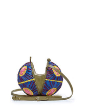 Load image into Gallery viewer, Saiu Woven Raffia Round Crossbody