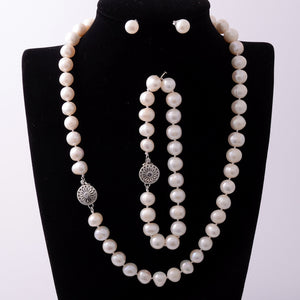Fabulous Natural Cultured Pearls Set Earrings Necklace and Bracelet