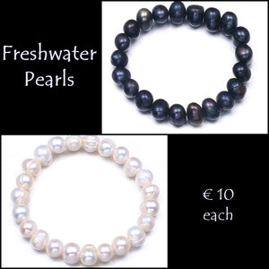 Beautiful Natural Freshwater Pearl Elasticated Bracelet.