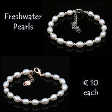 Load image into Gallery viewer, Beautiful Natural Freshwater Pearl Bracelet.