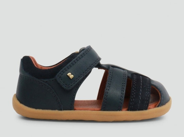 step-up-roam-closed-sandal-in-navy