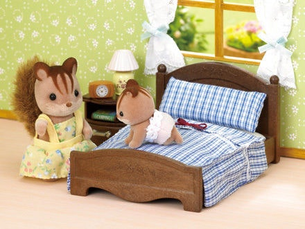 sylvanian-family-master-bedroom