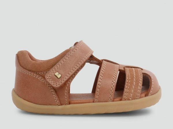 step-up-roam-closed-sandal-in-caramel