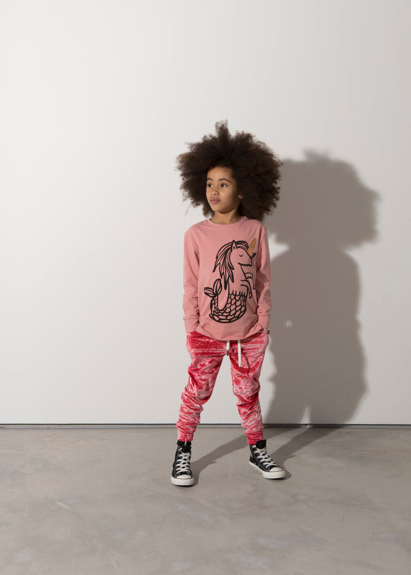 a girl wears the minti magical seahorses t-shirt with a velour tracksuit botton MNT756-W20-MS-LR&MNT920-W20-RV.jpg