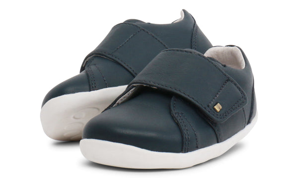 step-up-boston-trainer--in-navy