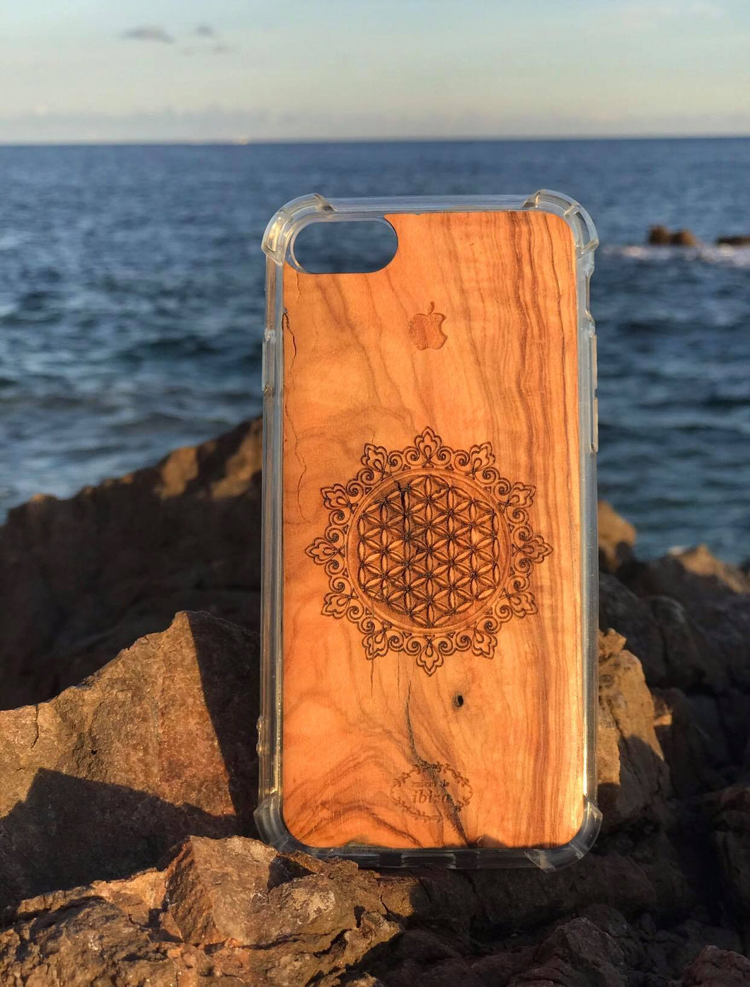 Beautiful handcrafted wooden phone cases/made on a fair trade basis in IBIZA