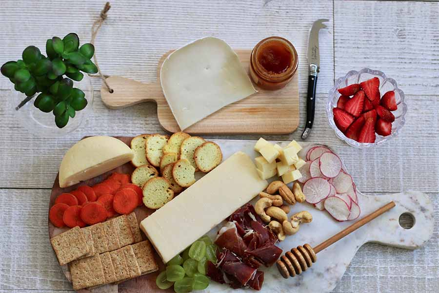 How to create a cheese board for a celebration with children