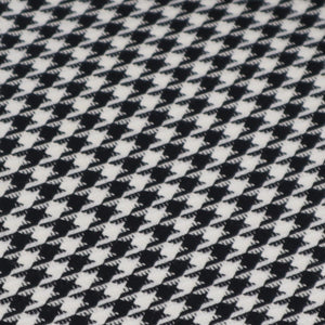 Houndstooth pied-de-poule fabric oeko-tex close up