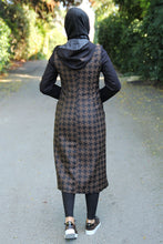 Load image into Gallery viewer, Black Coat With Tan Colour Pattern - Buy Abaya Online