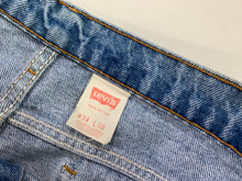 Load image into Gallery viewer, Vintage Levis 505 34x30