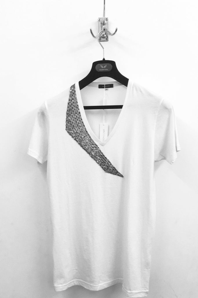 UNCONDITIONAL White V-neck tee with pewter shard hand beading  : M3-1 (BE)