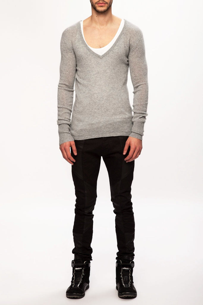 UNCONDITIONAL flannel cashmere loose knit v-neck jumper.