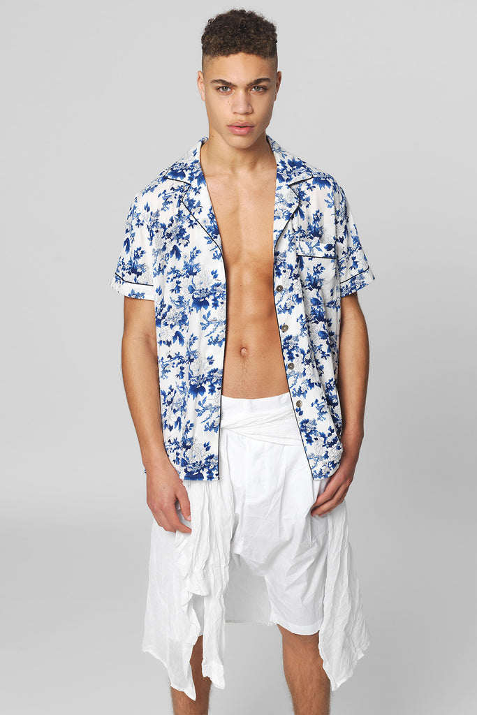 UNCONDITIONAL short sleeved blue & white chinoiserie print matt stretch silk shirt with black piping
