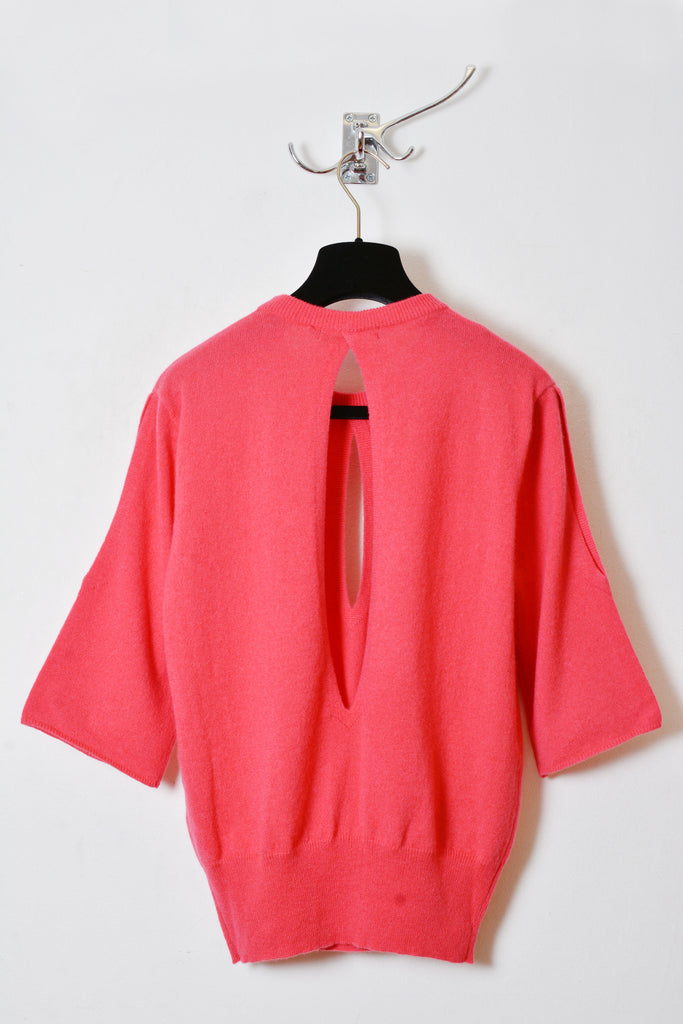 UNCONDITIONAL Geranium pink grade A cashmere knitted short sleeved jumper with slashes.