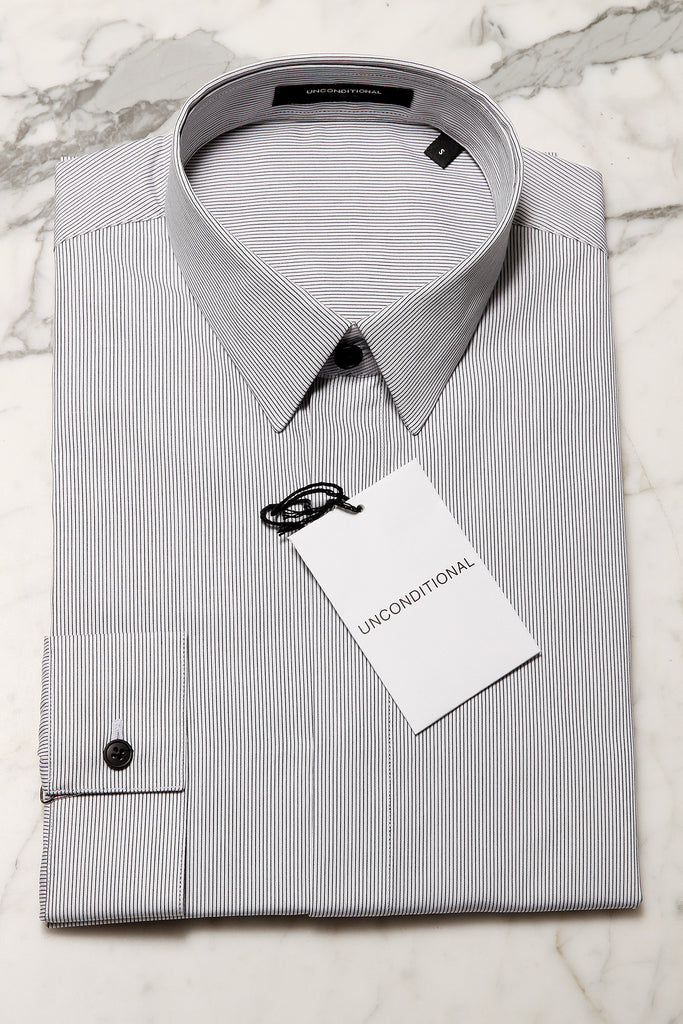 UNCONDITIONAL Fine black and white pinstripe shirt slimfit basic shirt.