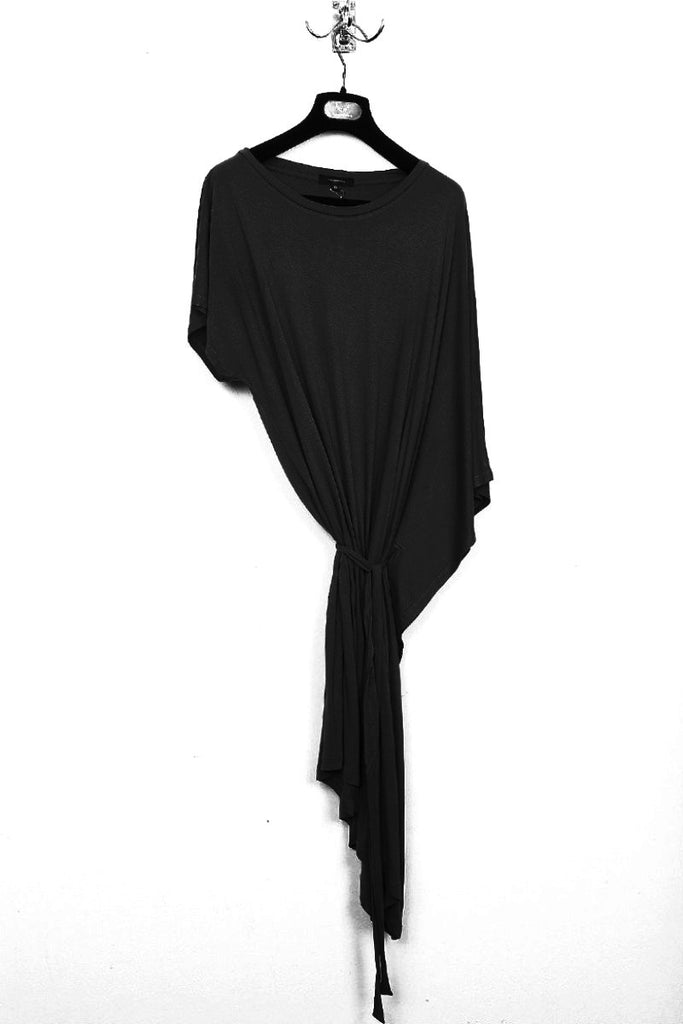 UNCONDITIONAL black rayon short sleeved asymmetric drape fin dress / long tunic . Code : WR65A