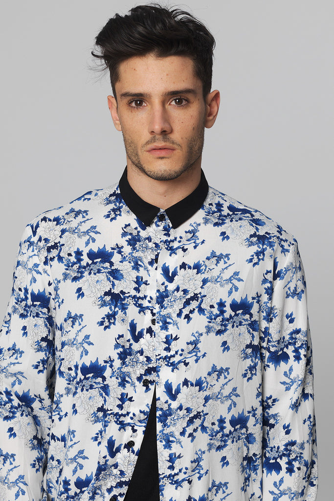 UNCONDITIONAL Blue & white chinoiserie print matt pure silk shirt with black collar
